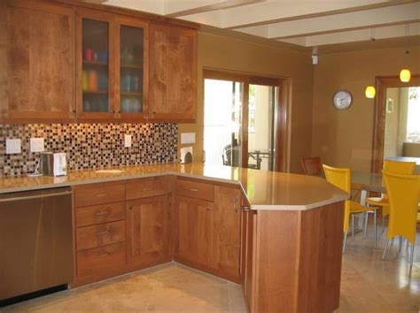 kitchen wall colors with oak cabinets kitchen paint colors with oak cabinets i like the back