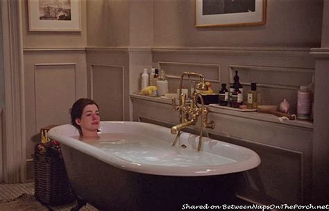 something about mary bathroom scene tour jules home in movie quot the intern quot with anne hathaway