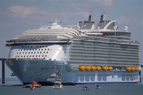 royal caribbean largest ship world s largest cruise ship joins royal caribbean s fleet