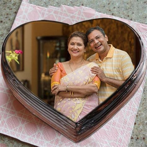 What are the best wedding anniversary gifts for parents