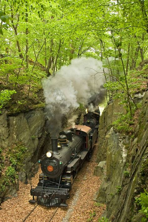 railroad  delaware takes    unique rides