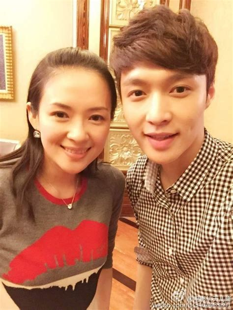download film lay exo exo s lay poses alongside his movie producer zhang ziyi
