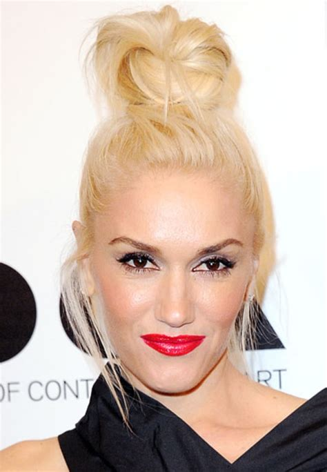 what are the colors of lipstick that gwen stefani wears on the voice gwen stefani celebrity makeup how to wear red lipstick