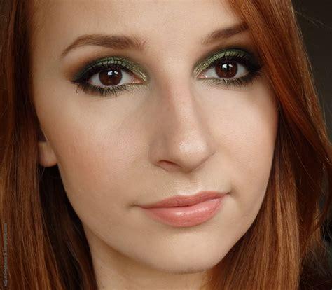Eyeshadow Makeover forest green eye makeup adjusting