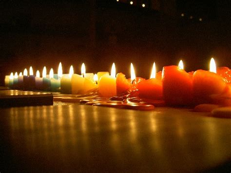 frasi sulla luce delle candele come interpretare la forma della cera