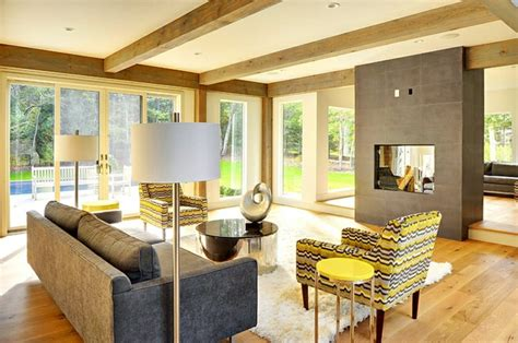 decke mit holzbalken wohnzimmer neu gestalten ideen im landhaus look