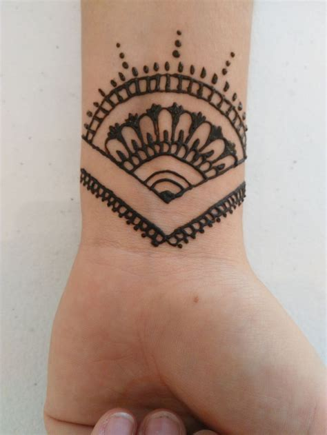 simple wrist tattoo designs henna simple tunang makedes