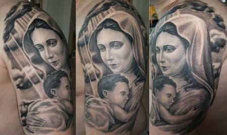 tattoo maria und jesus shu ric heilige maria mit baby jesus am oberarm tattoos