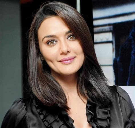 bollywood heroine unmarried latest photo preity zinta image wallpaper beautiful