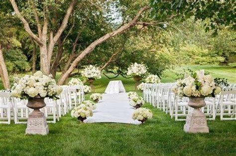 simple backyard weddings 5 cute outdoor wedding ideas paperblog
