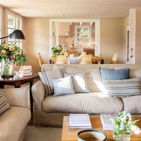 interiorismo decoracion salones pequenos 30 salones peque 241 os bien aprovechados con muchas ideas y