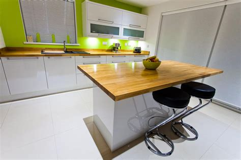 White Kitchen Island Breakfast Bar by Creating A Kitchen Breakfast Bar Using Solid Wood