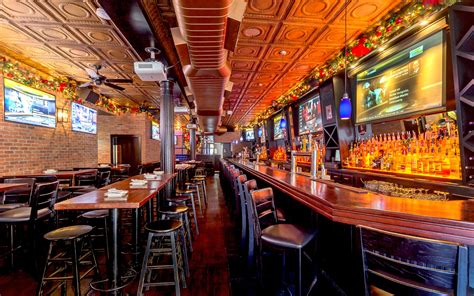 top sports bars nyc new york city s 25 best bars to watch college football