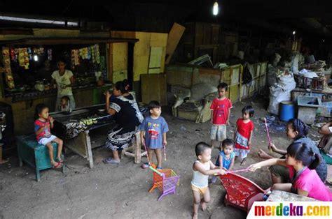 foto potret kemiskinan anak anak warga kolong jembatan