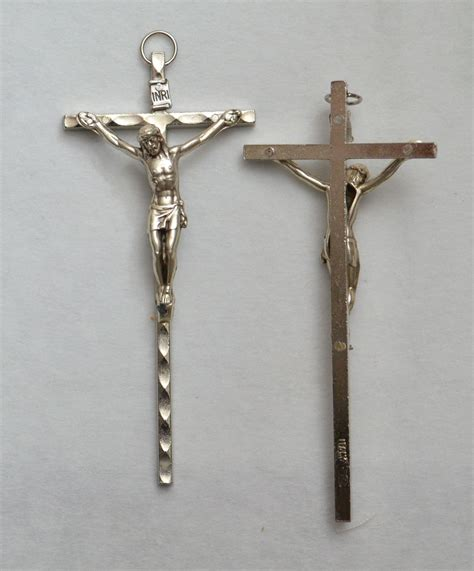 small metal wall crucifix 90mm silver tone made in italy