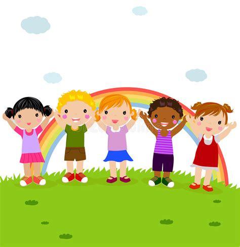 imagenes niños jugando en grupo grupo de ni 241 os felices en el parque con el arco iris