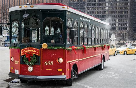 chicago holiday lights  holiday trolley