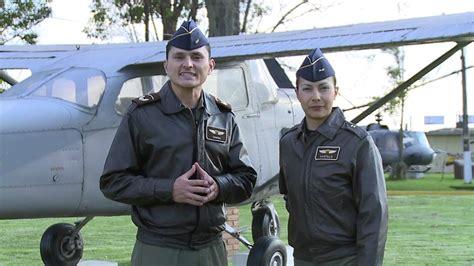 uniforme fuerza aerea colombiana emisi 211 n magazin a volar fuerza a 201 rea colombiana abril 12