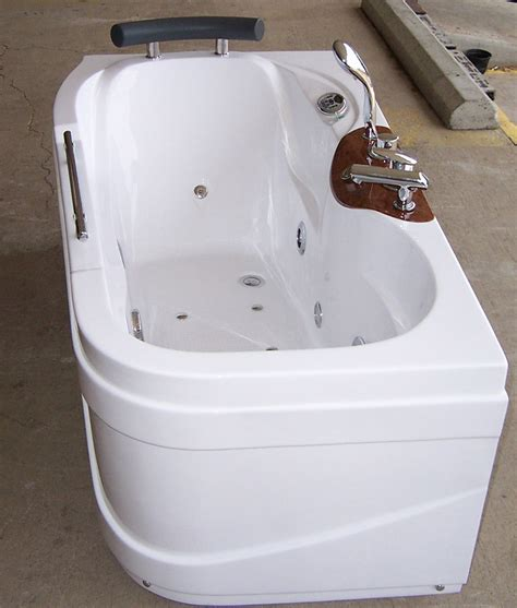 Big Bathtub With Jets Luxury Spas And Whirlpool Bathtubs Ow 9013 Jetted Tub