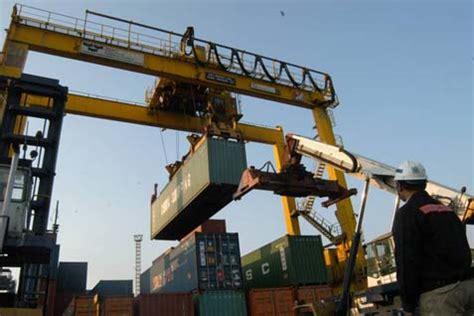 Alat Berat Kehutanan alat berat untuk bongkar muat di pelabuhan