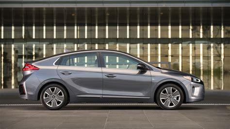 Hybrid Prius Mpg by Hyundai Says Ioniq Hybrid To Offer Prius Besting 58 Mpg