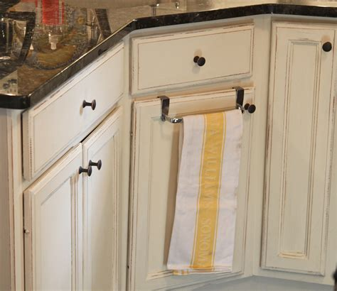 kitchen cabinets painted with chalk paint painted kitchen cabinets with chalk paint by annie sloan