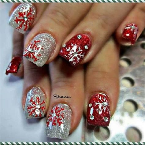 25 most beautiful and elegant christmas nail designs