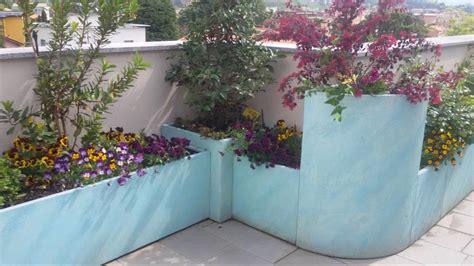 fioriere terrazzo realizzazione terrazzo con fioriere in cover