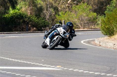 Motorrad Fahren Leicht Gemacht by Motorradfahrer Zuk 252 Nftig Sicherer Unterwegs