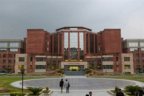 Amity Mba Fee Structure 2012 by Fees Structure And Courses Of Amity Gurgaon