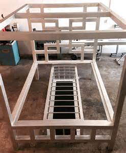 window pain bed w low profile cage