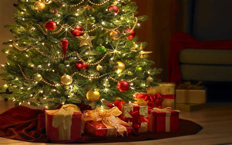 free beautiful christmas tree with gifts computer desktop