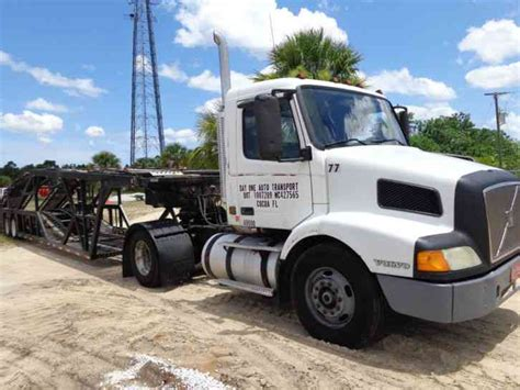 2000 volvo tractor for sale volvo 2000 daycab semi trucks