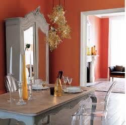 Impressionnant Papier Peint Pour Salon Et Salle A Manger #3: decoration-salle-a-manger-salon-murs-peinture-orange-meuble-style-peinture-grise5-e1433427790100.png