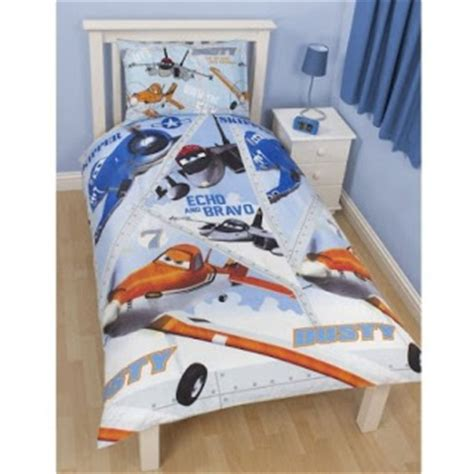 disney planes bedroom decorate a disney planes themed bedroom for kids on a