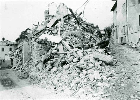 Kaos Papa By Suny Shop udine celebra i 40 anni dal terremoto che scosse la