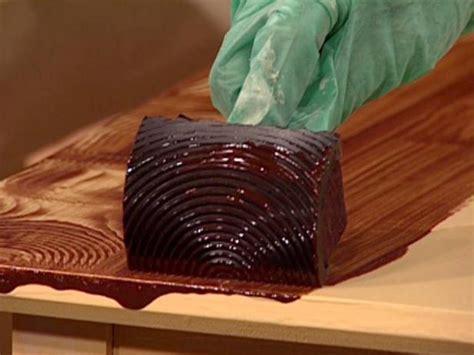 faux wood grain painting techniques how to paint a faux wood grain how tos diy