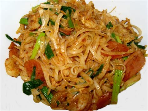 fried koay teow flat rice noodle