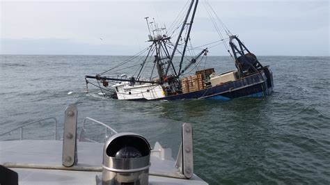 boat sinking lake michigan coast guard rescues 3 from sinking fishing vessel near