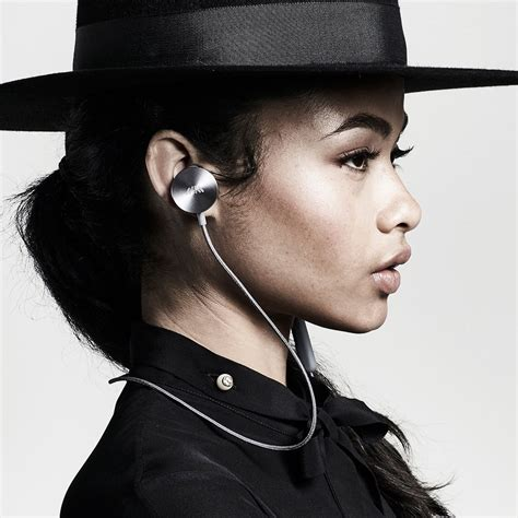 i am buttons will i am brings another earphone to australia