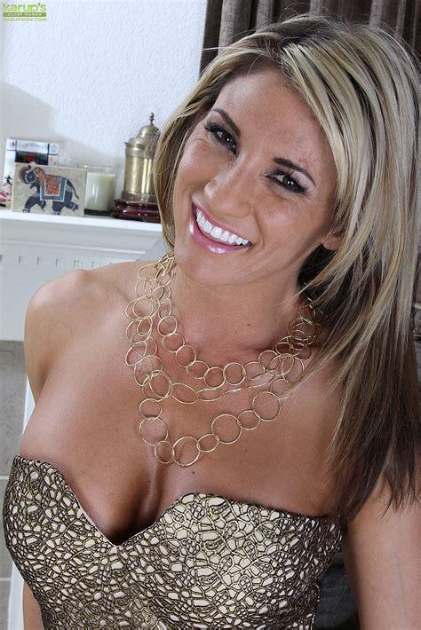 sexy milf mercedes johnson flick her slit moms archive