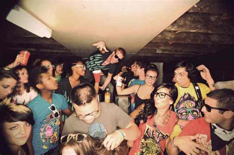 themes for college house parties throw a house party in style sell house fast