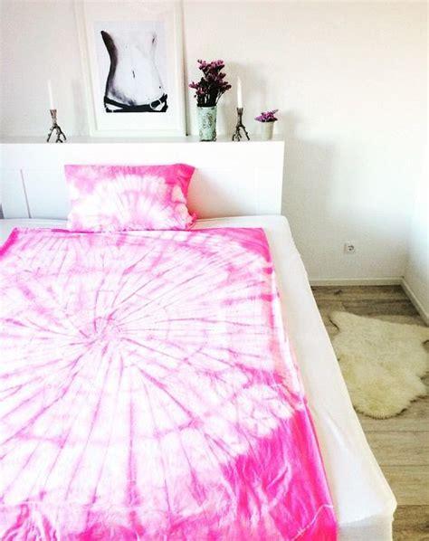 Textilfarbe Selber Machen by Diy Bettw 228 Sche In Batikmuster Selber F 228 Rben Textilfarbe