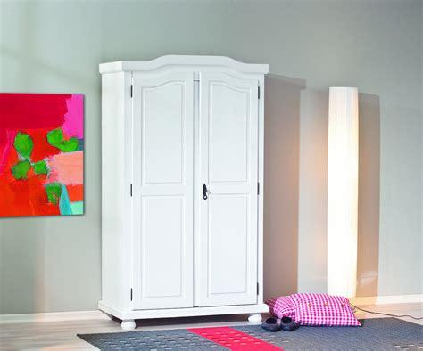 armadio legno massello armadio in legno massello gisco naturale o bianco guardaroba