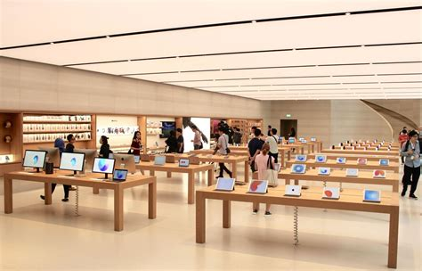 apple store to and i it what singapore s apple store looks like rechi