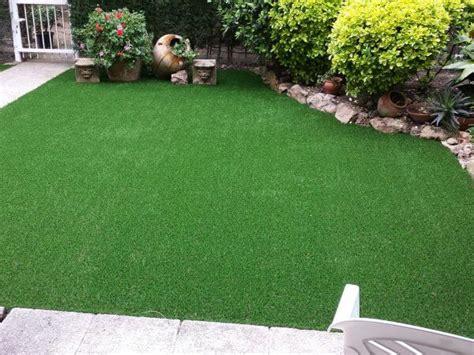 jardin con cesped c 233 sped artificial para jard 237 n todocesped 174 directo de f 225 brica