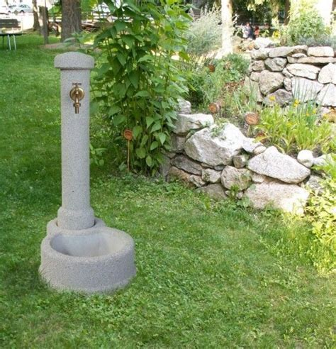 steinbrunnen garten 25 best ideas about gartenbrunnen stein on