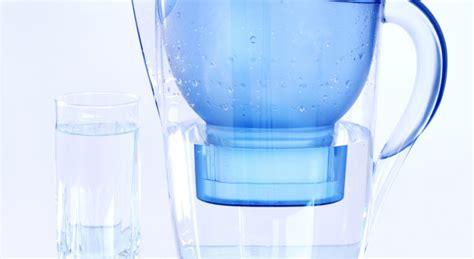 filtrare acqua rubinetto pro e conto delle caraffe filtranti
