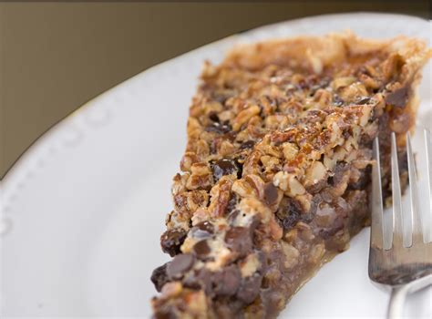 remodelaholic chocolate pecan pie  recipe link