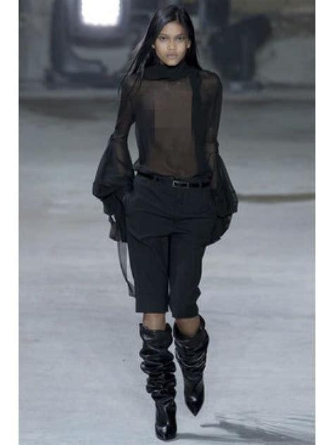 Blouse Sekar Arum mengenal laras sekar gadis muda indonesia yang jadi model